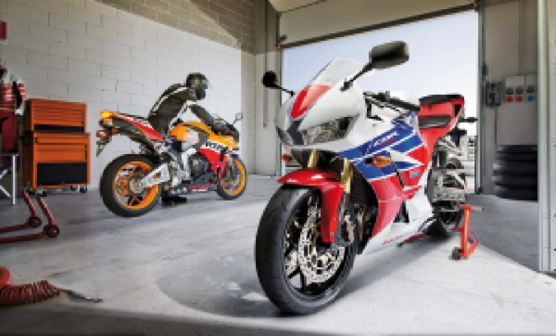 2013-Honda-CBR600RR-HRC-01
