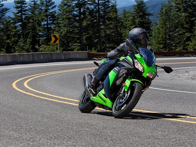 Kawasaki Ninja 300 green 01