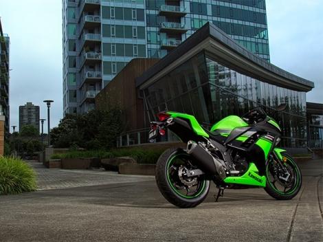 Kawasaki Ninja 300 green 02