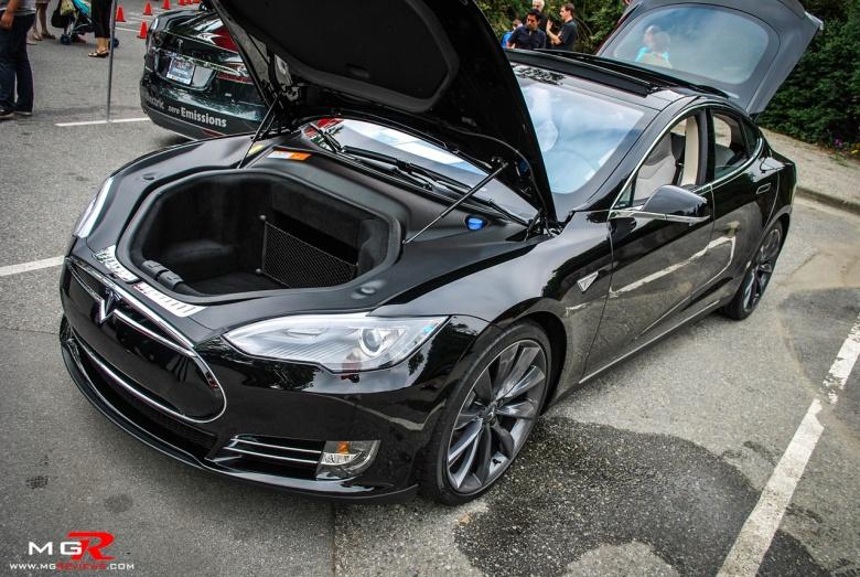 Tesla Model S 02