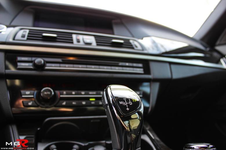 BMW 550i Interior 04