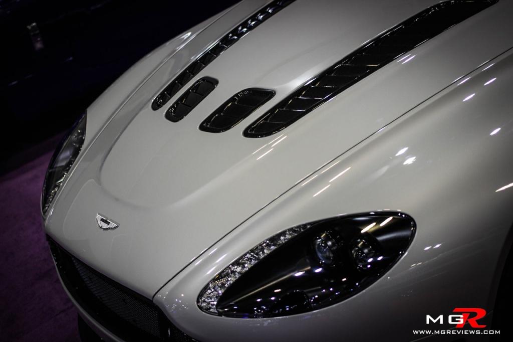 Aston Martin V12 Vantage-5 copy