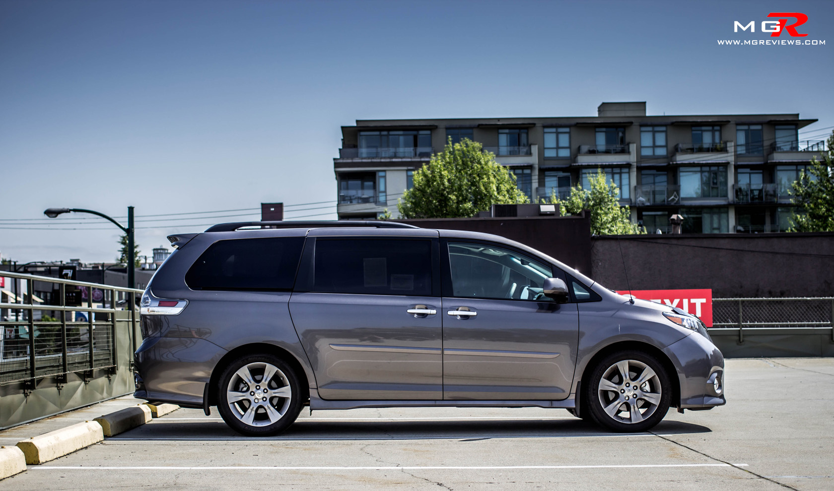 review 2014 toyota sienna m g reviews. Black Bedroom Furniture Sets. Home Design Ideas