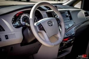 Toyota Sienna SE-19
