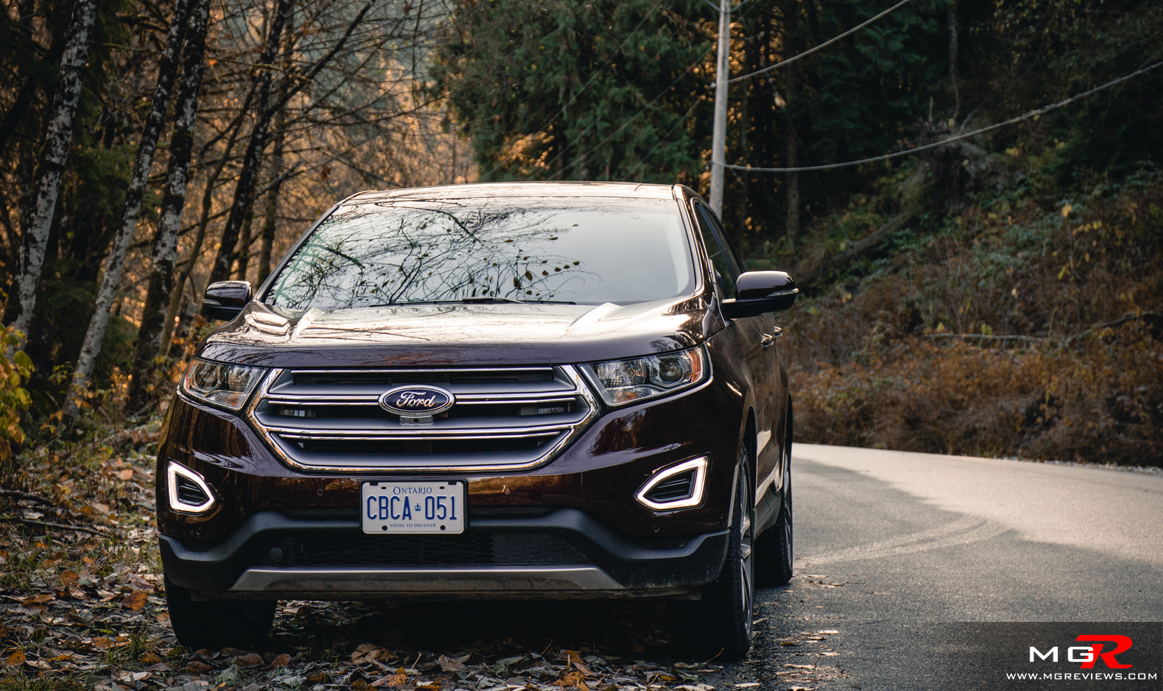 The Ford Edge Is A Two Row Suv But It Features Much More Interior Room Than A More Traditional Compact Suv Such As The Toyota Rav Or Honda Cr V